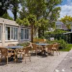 Omloop terras en tuinhuis